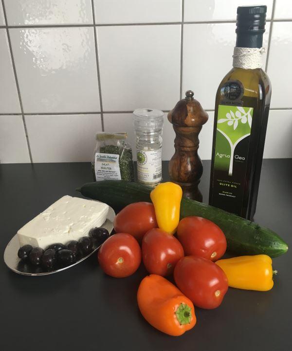 Zutaten zu griechischem Gazpacho